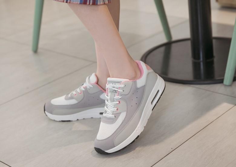 (2020 夏天鞋款推薦四:拼接撞色防潑水增高氣墊鞋,共有三種款式,適合夏日運動或踏青穿。)